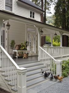 farmhouse-design-ideas-veranda-design-lanterns-wood-railings